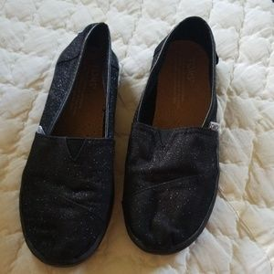 Like new black sparkly TOMS size girls 2.5